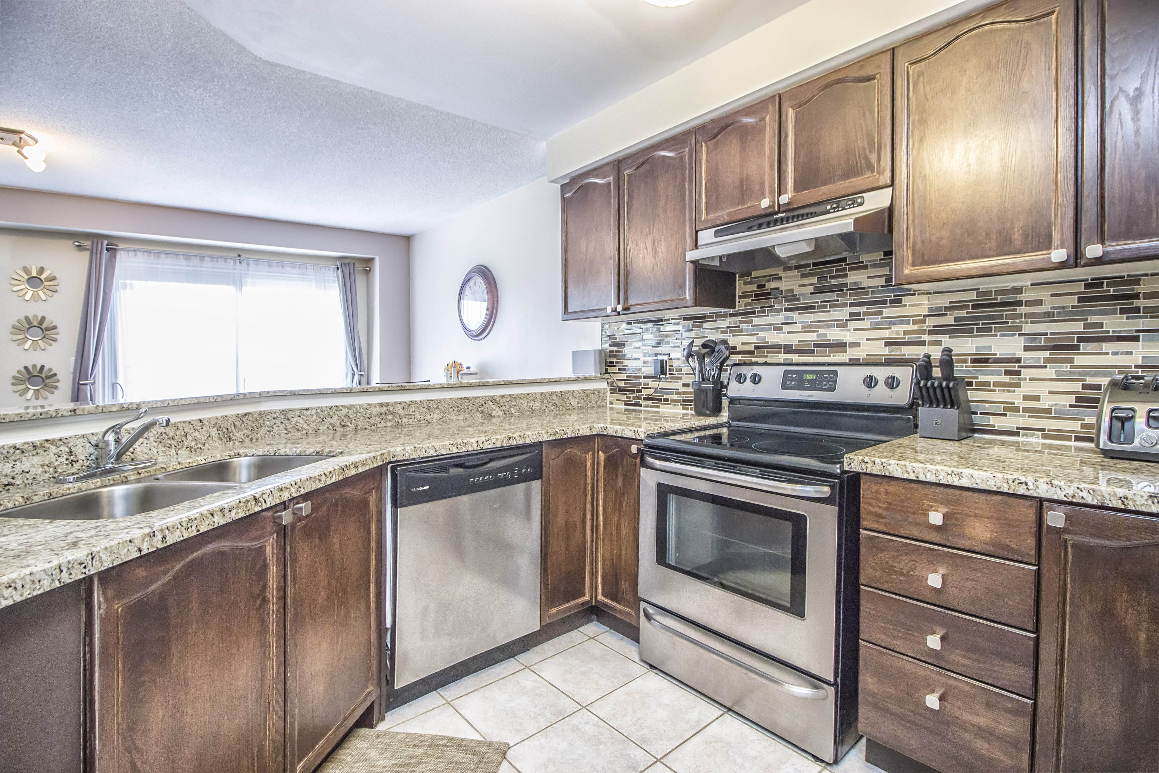 New listing 3330 snowball road mississauga for The perfect kitchen mississauga